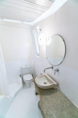 family studio bathroom b